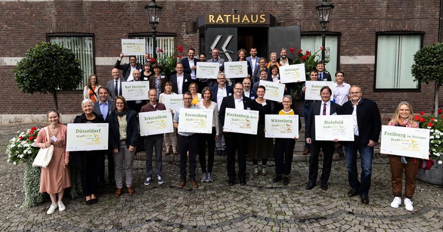 """Auszeichnungsfeier """"Label StadtGrün naturnah"""" im Düsseldorfer Rathaus. Ravensburg erhält für die besonderen Erfolge bei der ökologischen Entwicklung und Bewirtschaftung der innerstädtischen Grünflächen das Label in Gold."""
