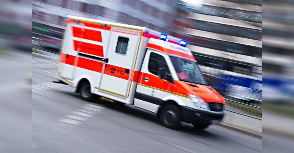 Stromleitung kracht bei Verkehrskontrolle auf Polizistin