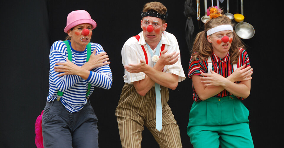 11. Juni: Sie sind zurück! Die Teilnehmer der Tamala Clown Akademie ziehen durch die Singener Innenstadt und verbreiten gute Laune