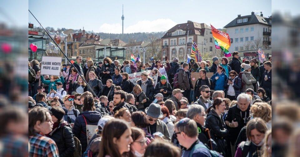 Über 10 000 bei «Querdenker»-Demo gegen Corona-Politik