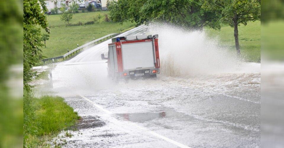 Überflutungen und Blitze – Unwetter im Westen Deutschlands