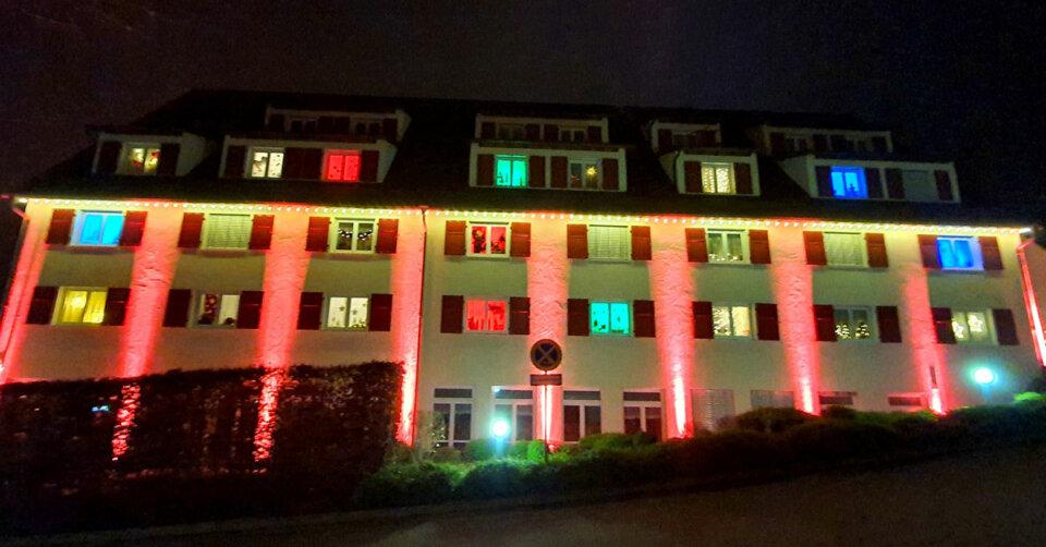 """Hotelfenster werden zum großen """"Hirsch""""-Adventskalender"""