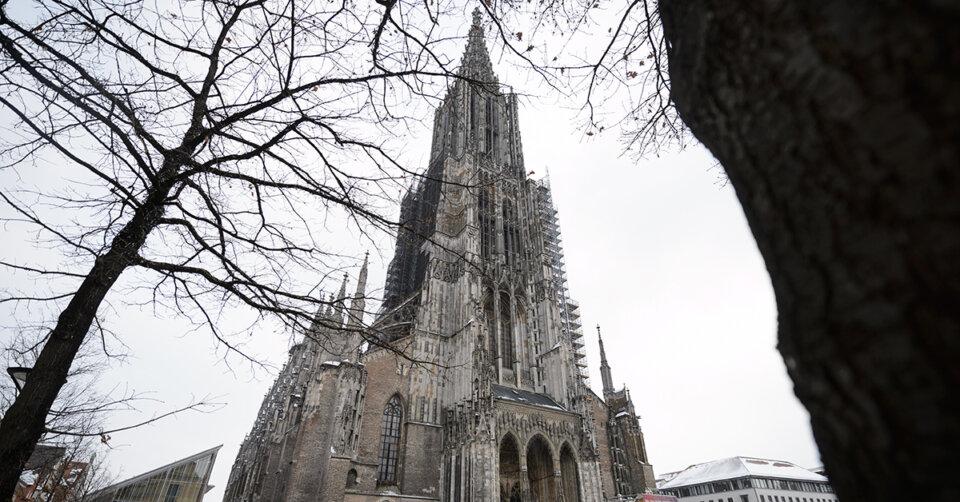 Rauchschwaden am Hauptturm des Ulmer Münsters