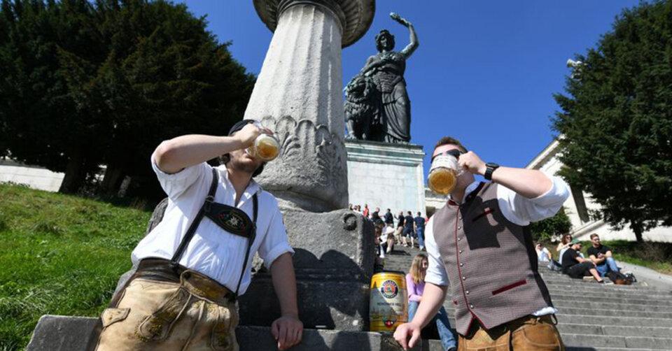 Und München feiert doch: Bier und Brotzeit unter der Bavaria