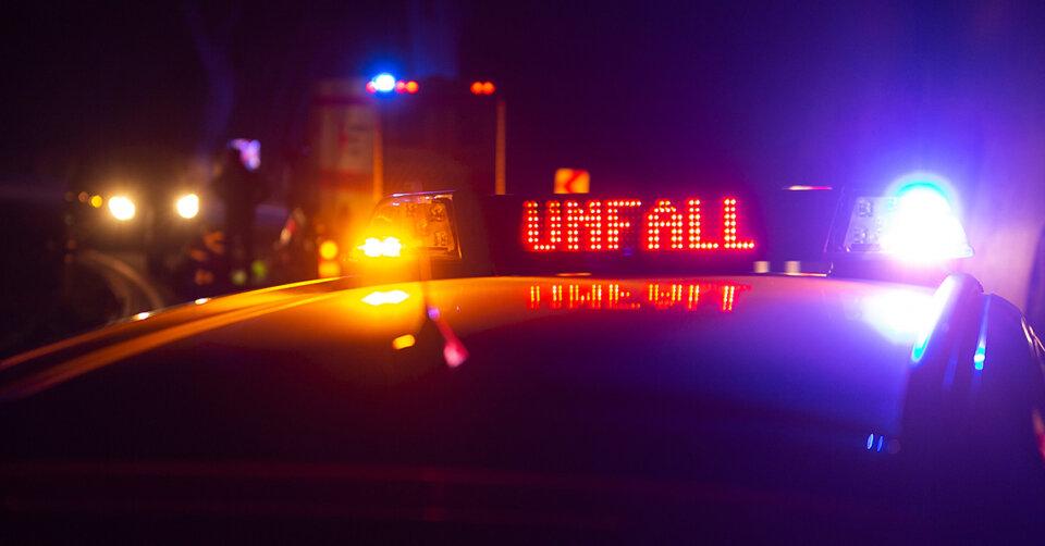 Frontalzusammenstoß: Vier Personen schwerverletzt – eine Mitfahrerin stirbt