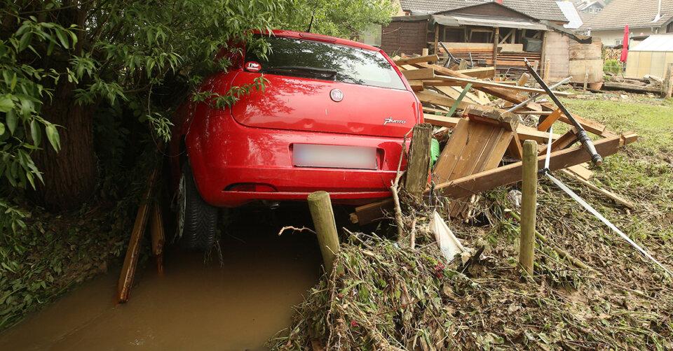 Erschreckende Aufnahmen: Heftige Unwetter mit Sturzfluten, Überschwemmungen und Hagelschlag