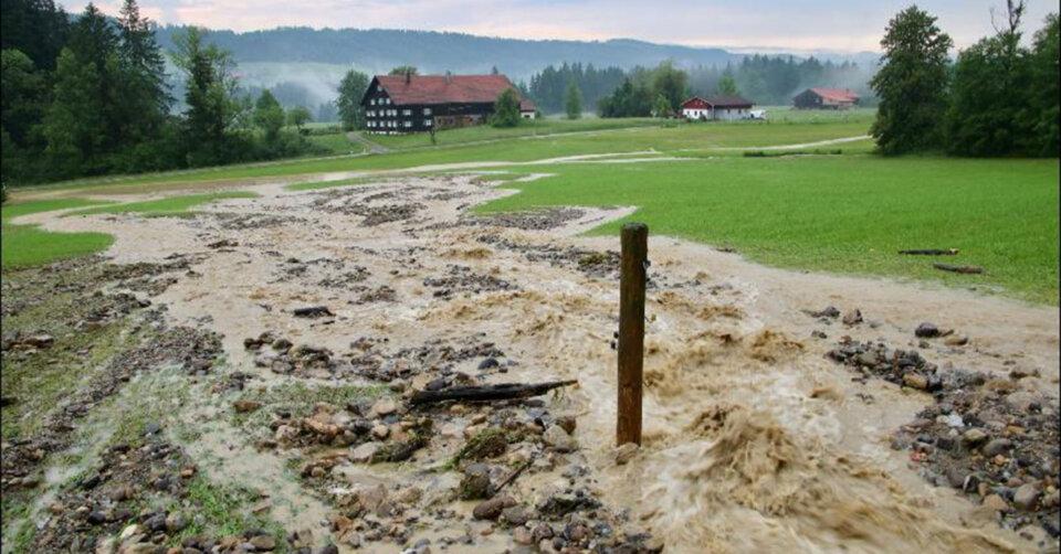Massive Unwetter durch Sturzfluten, Hagel und Überschwemmungen – Feuerwehr im Dauereinsatz