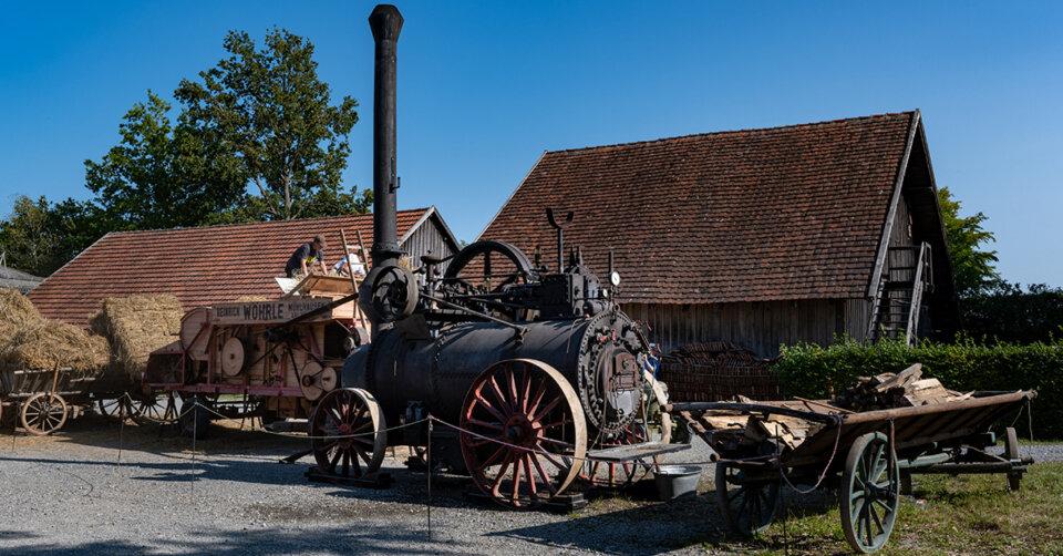 Vorführungen mit Dampf- und Muskelkraft im Museumsdorf