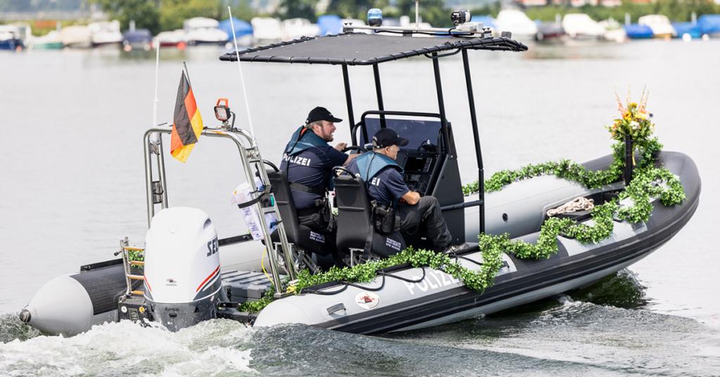 Mit mächtig viel PS im Außenborder kann das neue Polizeiboot mit jedem Schiff auf dem See mithalten.
