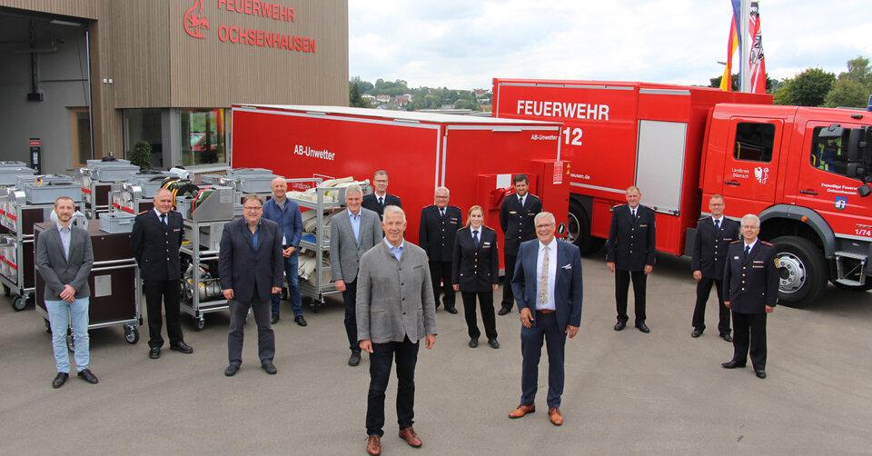 Katastrophenschutz: Wechselladerfahrzeug und Container an Feuerwehren übergeben
