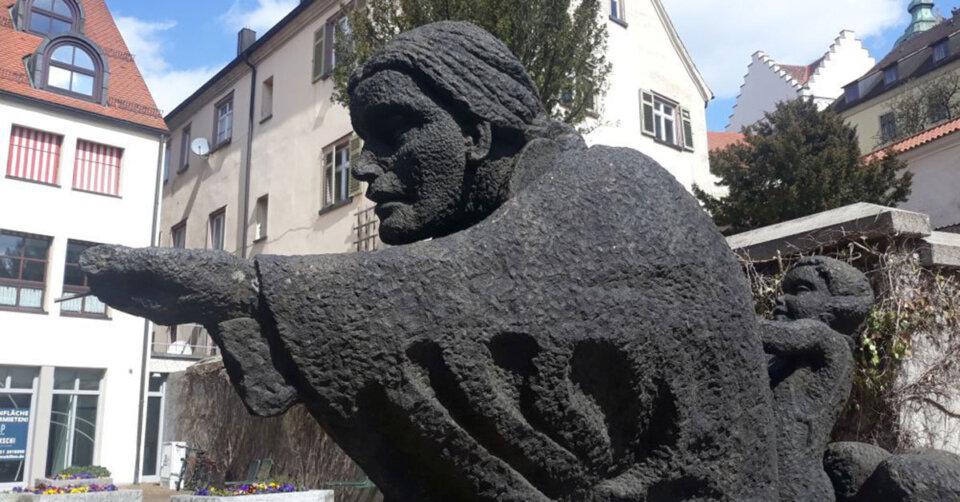 Münsterplatz: Figur der Welfensage beschädigt