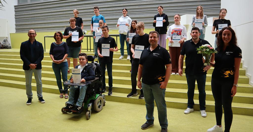Auch im Bildungszentrum Meckenbeuren präsentierten die Teilnehmer stolz ihre Urkunden.