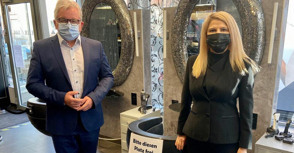 Landtagsabgeordneter Guido Wolf informiert sich über die laufenden Vorbereitungen und Hygienekonzepte für die Öffnungen der Frisörinnen und Frisöre ab 1. März