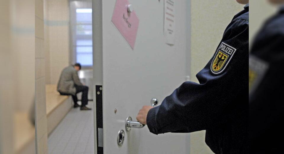 Vom illegalen Einreiseversuch direkt hinter Gitter