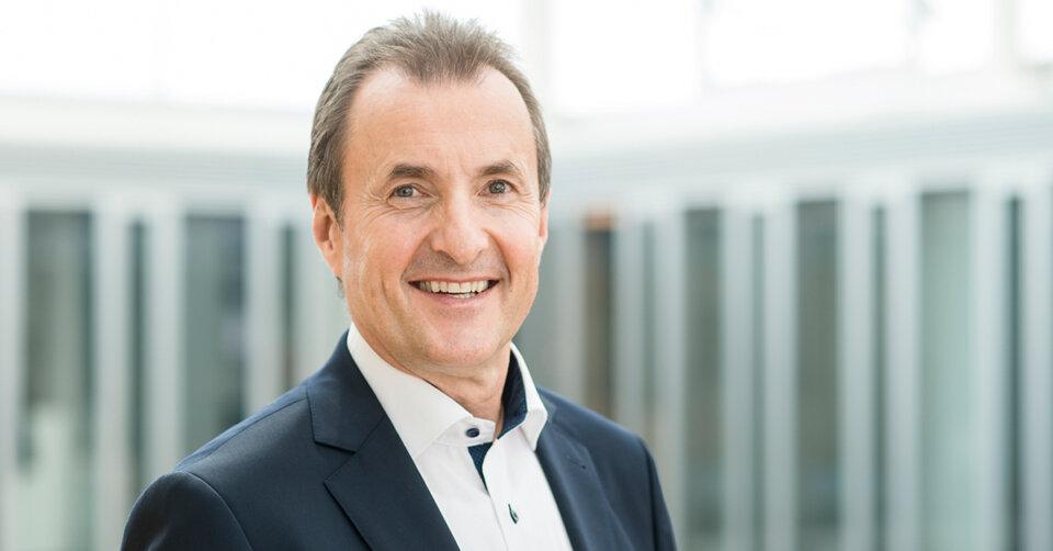 Peter Schrader als Geschäftsführer des Zeppelin Konzerns bestätigt